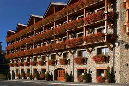 Hotel Xalet Montana ***, przelot z Poznania, karnet narciarski w cenie POZ