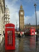 Он является визитной карточкой Лондона.  Днем мост поражает всех...